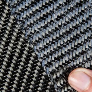 Tecido de carbono sarja 2 x 2, 3K e 200 g/m2, com fixação de fio de poliamida